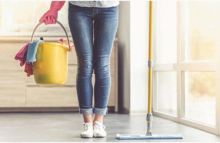 Nettoyer un sol plastique