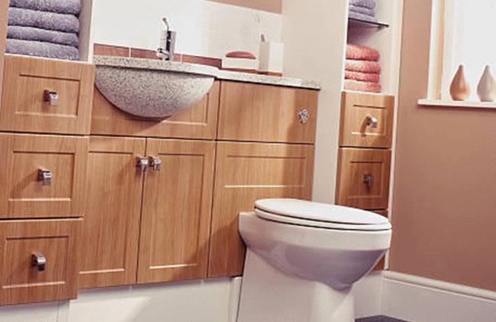 Aménager des rangements dans les toilettes