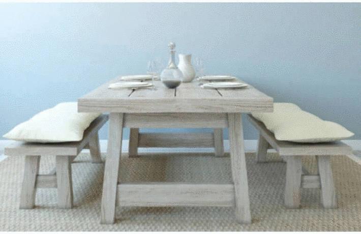 Nettoyer un meuble en bois brut