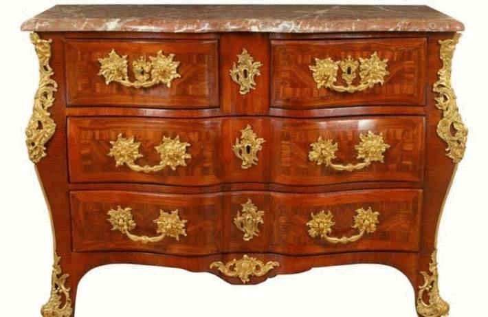 Nettoyage des meubles en bois toutpratique for Moisissure meuble bois