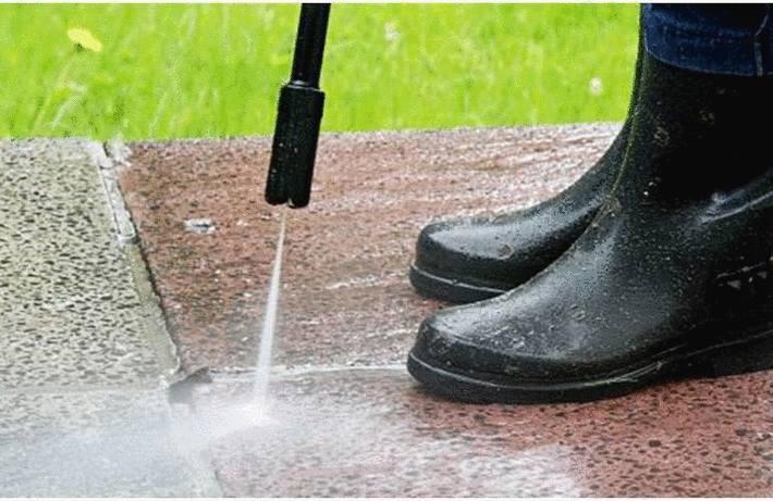 Nettoyer une terrasse en béton