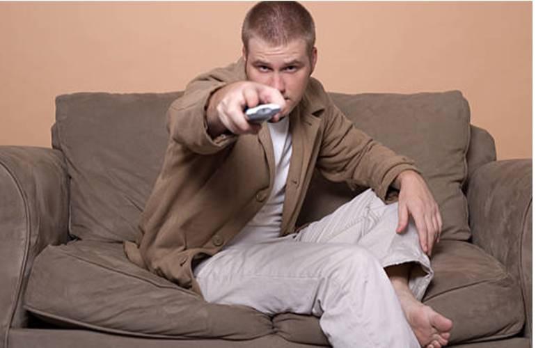 Enlever une tache sur un canapé en daim