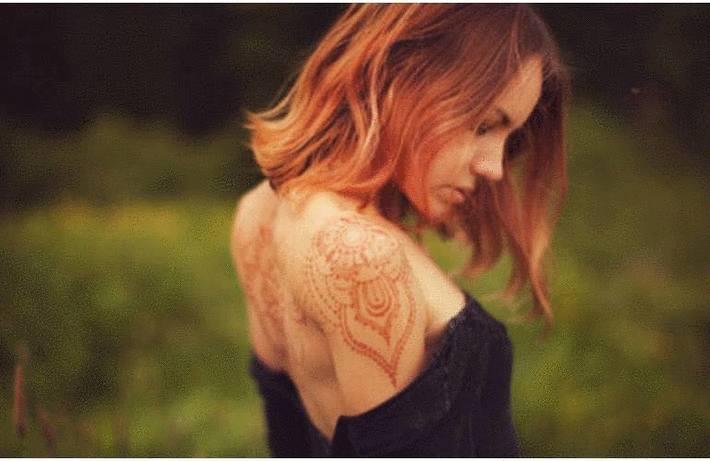 Tache de henné