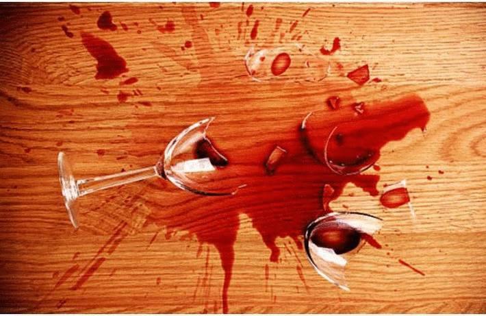Enlever une tache de vin sur du bois