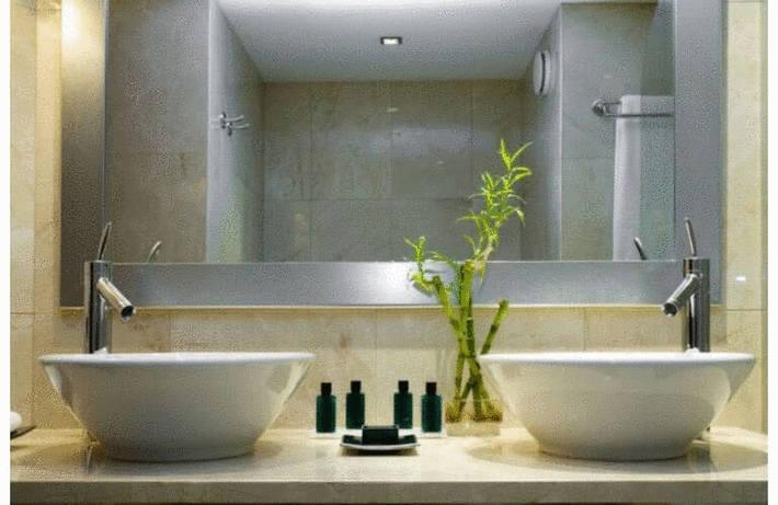 Tache sur évier, bac à douche ou baignoire résine