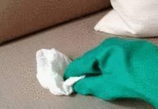 enlever une tache de gras sur un canap tissu tout pratique. Black Bedroom Furniture Sets. Home Design Ideas