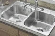 Nettoyer un lavabo ou une baignoire en acier tout pratique - Comment nettoyer un evier en inox ...