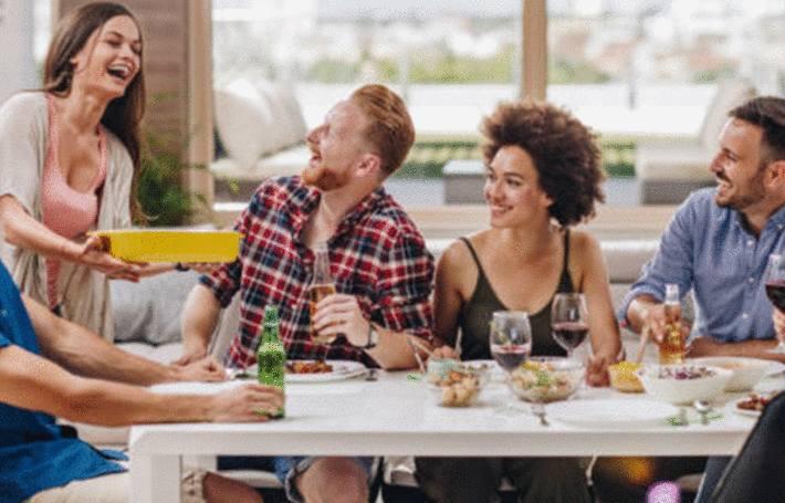 a table comment servir un plat