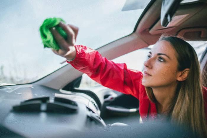 7 astuces pour enlever rayures sur une vitre