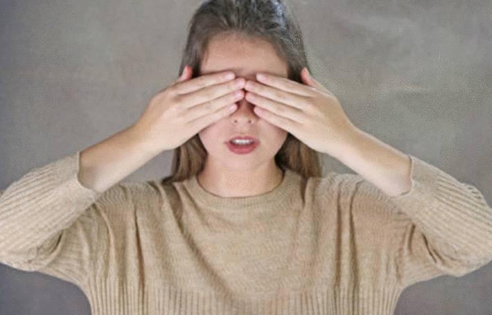 bombe lacrymogene, produit chimique, huile dans l'oeil