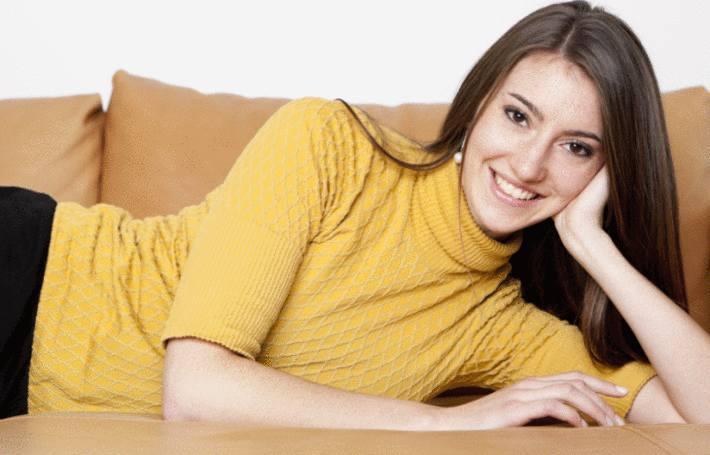 comment nettoyer un canap en cuir beige tout pratique. Black Bedroom Furniture Sets. Home Design Ideas