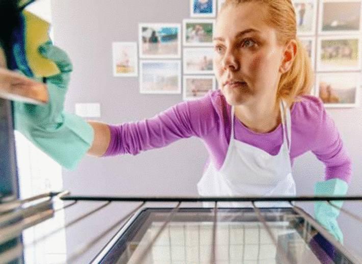 astuce pour nettoyer un four