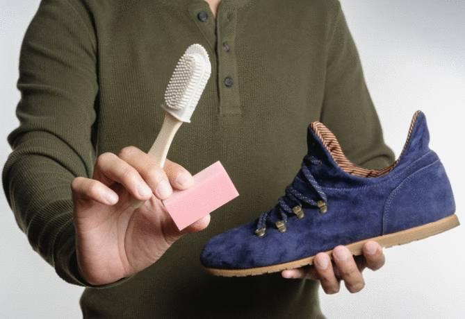 nettoyer une tache sur chaussure en daim
