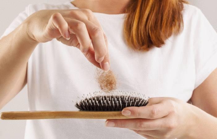 comment nettoyer une brosse à cheveux -10 astuces