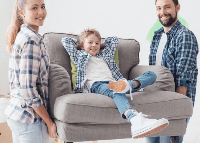 Nettoyer et entretenir son fauteuil en tissu tout pratique - Comment nettoyer son canape en tissu ...