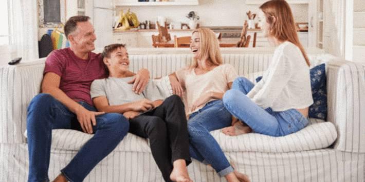 comment nettoyer un canape tissu tach tout pratique. Black Bedroom Furniture Sets. Home Design Ideas