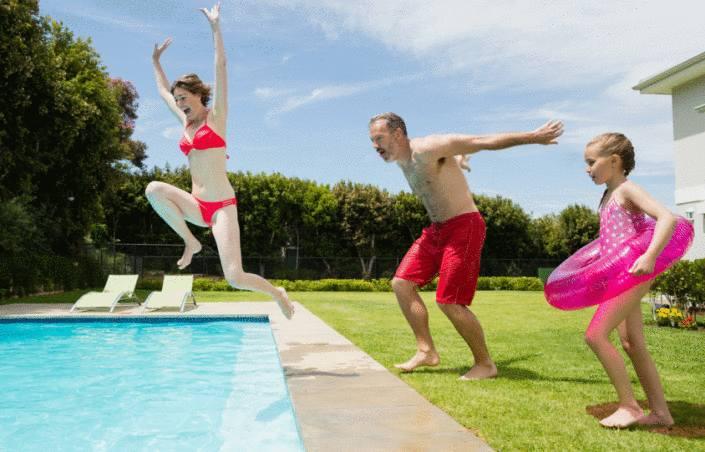 entretenir et nettoyer le liner de piscine