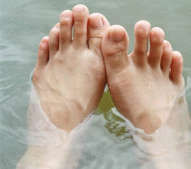 huile essentielle pieds gonflés