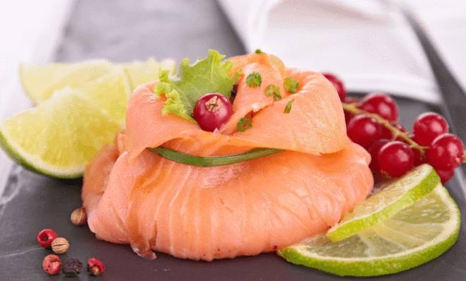 présentation assiette de saumon fumé
