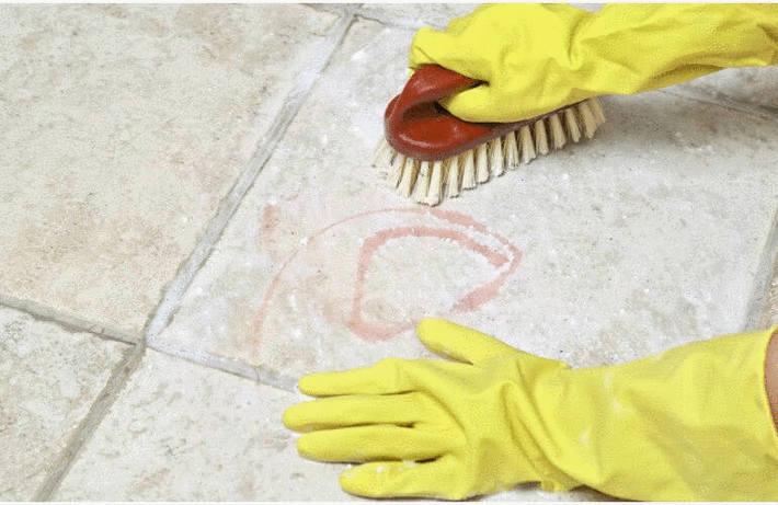 Nettoyer un sol en grès