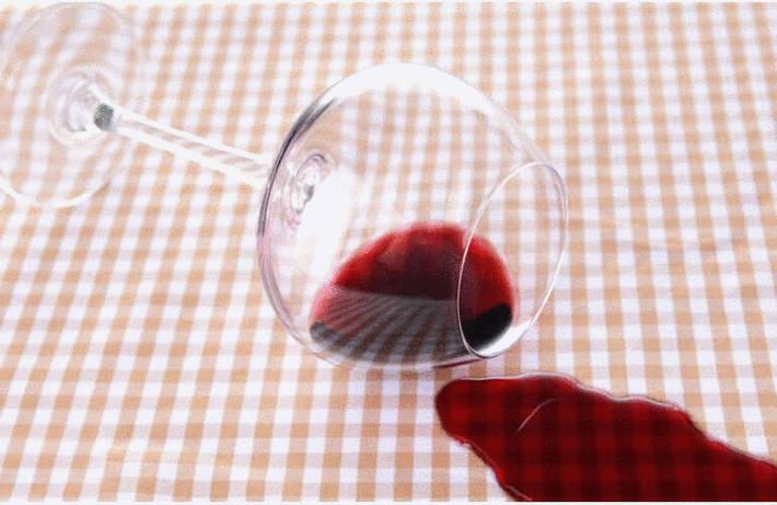 Du vin sur la nappe