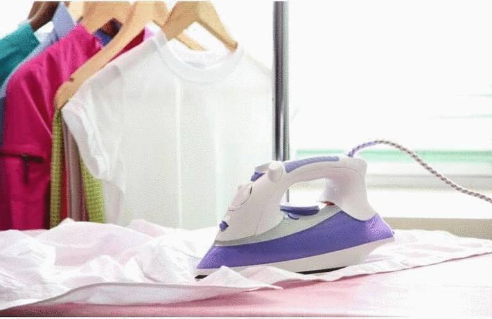 Repasser un vêtement