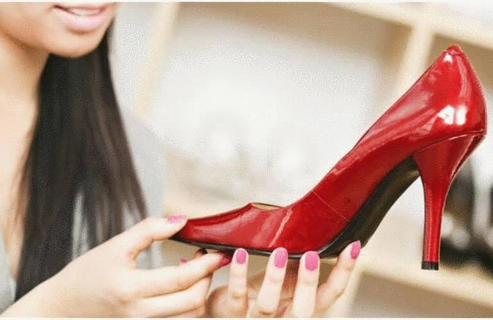 plus récent b99d0 0b47b Comment nettoyer les chaussures en vernis - Tout pratique