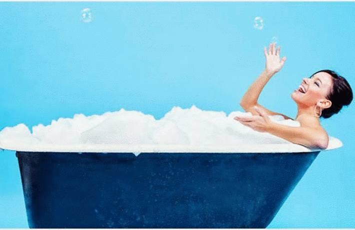 Nettoyer baignoire et lavabo en acrylique