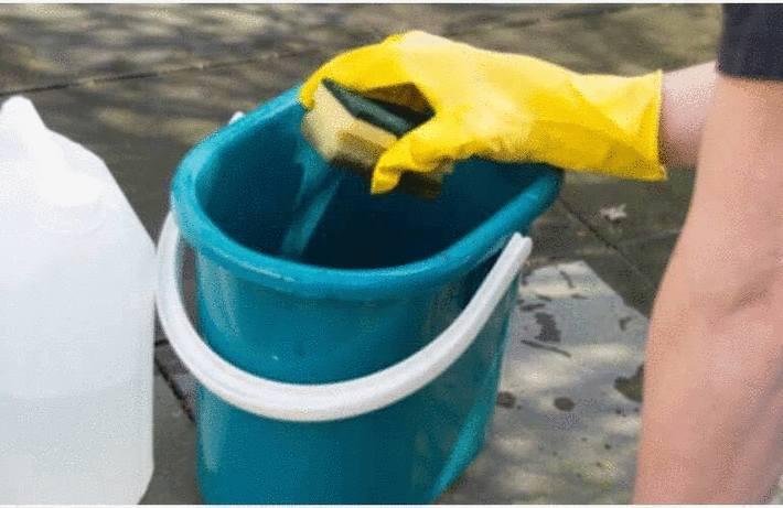 Nettoyer une terrasse en carrelage