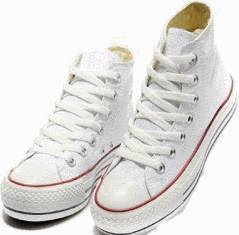 chaussures blanches en toile