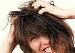 gratter les cheveux